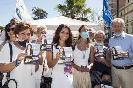 Susanna Ceccardi e Daniela Santanchè a Viareggio per sostenere la raccolta  firme di Lega e Fratelli d'Italia » La Gazzetta di Viareggio