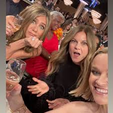 Jennifer Aniston Reese Witherspoon Drink Beyoncé's Champagne ...