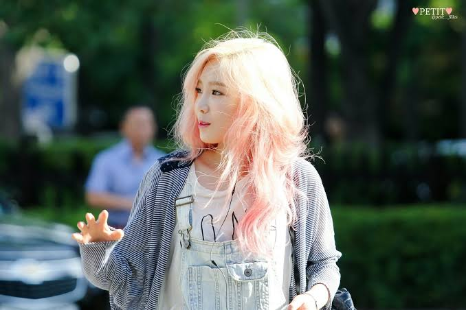 Image result for taeyeon pink hair