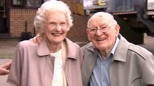 Kent couple celebrate their 75th wedding anniversary - BBC News