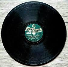 Miniaturní šelaková gramodeska z roku 1925 pro historické ...