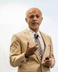 AOA Visiting Professor Dr. Abraham Verghese inspires packed auditorium |  John A. Burns School of Medicine