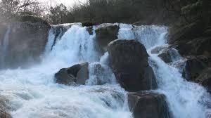La monumentalidad del agua deja imágenes de belleza idílica