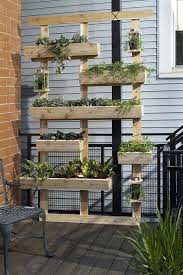 outdoor living wall from planters how