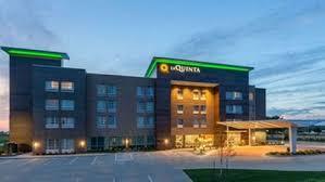 50 hotels near adventureland in des
