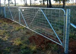 Horse Cattle Fence Gate Low Carbon Steel Material Powder Coated Surface Treatments