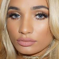 pia mia perez makeup black eyeshadow