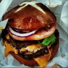 bacon cheeseburger lineup gets bun