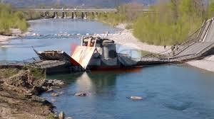 Crollato il ponte di Albiano Magra