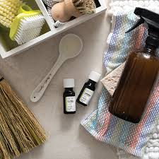 tea tree essential oil cleaning spray