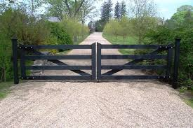 Black Post And Rail Wood Driveway Gate Alenco Has One Very Similar To This One In White On Their Homepage Farm Gate Wood Gates Driveway Farm Entrance