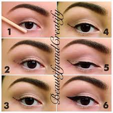 eyeliner on top lid with liquid
