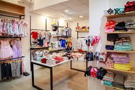 Cách trang trí shop quần áo trẻ em đơn giản nhưng luôn hút khách