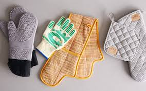 Oven mitts 15 must have kitchen tools for beginner cooks