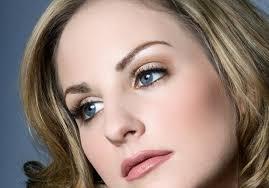 blue eyes blonde hair cat eye makeup