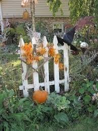 Welcome Fall Decorating The Yard Fence 14 Fall Garden Decor Autumn Garden Picket Fence Decor
