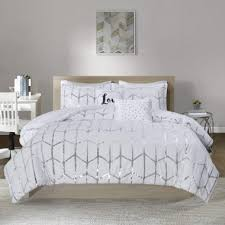 silver bedding set as the lovely choice