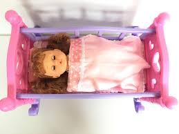 Trẻ em của cô gái lớn chơi nhà đồ chơi giường công chúa búp bê ...
