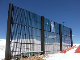 Snow Fence Definition And Synonyms Of Snow Fence In The English Dictionary