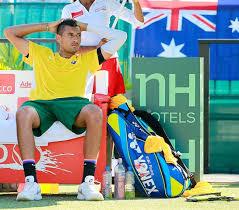 大荒れ キリオスはラケット破壊、オーストラリア崖っぷち<男子テニス ...