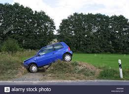 Frauen Parkplatz Lustige Verkehrsunfall Blaues Auto Stockfotografie Alamy