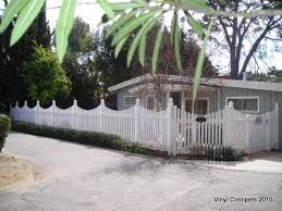 I Like The Height Of This Fence Just Don T Like The Gradient Tops Doorfencedesign Backyard Fences Easy Fence Fence Design
