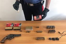 Armi, munizioni e droga in un vano stenditoio nel Parco Verde di Caivano