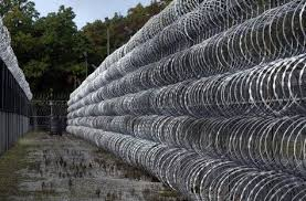 Toys Games Miniature Chain Link Fence With Razor Wire For War Games Or Zombie Apocalypse Toys Games Wargames Role Playing