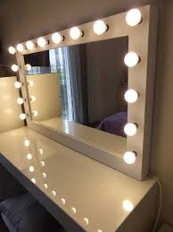 lighted makeup mirrors on