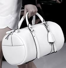 how to clean a white handbag with no