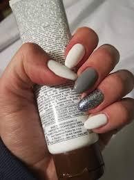 Paznokcie W Trzech Barwach Bialy Szary Ciemny Brokat Nails