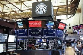 US stock market closes higher