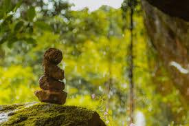 Conceito de equilíbrio e harmonia. rochas na natureza | Foto Premium