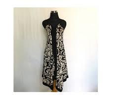 Tanpa perlu susah payah styling hijab, aksen brokat akan membuat penampilan kamu jadi maksimal tanpa terlihat terlalu usaha. 15 Koleksi Dress Batik 2020 Untuk Jadi Pilihan Gaya Baru Updated 2020 Bukareview