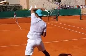 テニス 跳ねるストロークの打ち方