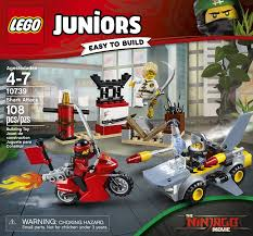 Amazon.com: LEGO Juniors Shark Attack 10739 Building Kit (108 ...