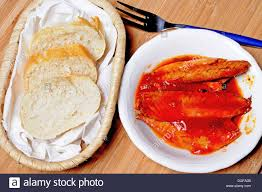 Mackerel fillets in tomato sauce and ...