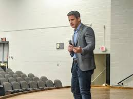 Kinzinger says colleges need to be held accountable for costs   The Times