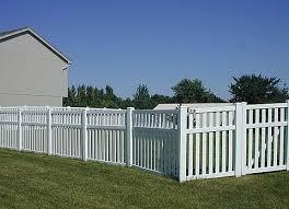 4 Vinyl Fencing 3 Rail Closed Picket Vinyl Picket Fence Vinyl Fence Front Landscaping
