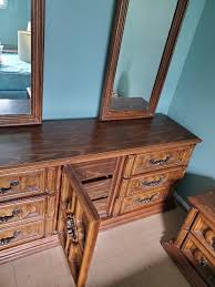 thomasville double mirror dresser