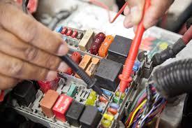 Eletricista de Automóveis