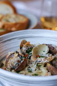 Clams in Creamy White Wine Sauce ...