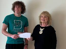 Derby Community Foundation - Reba Smith, DCF Board Chair, presented the  Diana Unkel Memorial Music Scholarship to Adin Gilmore today.  Congratulations to Adin. | Facebook