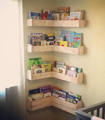 Repurposed Corner Bookshelf Made With Pallets Wood Bookshelves Diy Diy Bookshelf Kids Pallet Furniture Plans