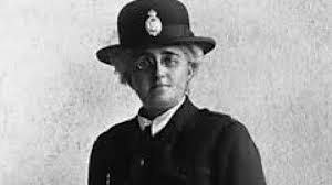Edith Smith: Grantham's blue plaque for woman police officer - BBC News