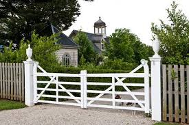 Love This Gate Entrance 3 Works With The Tall Picket Fence Farm Gate Farm Entrance Farm Gardens
