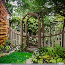 Beautiful Curved Brown And Adobe Pvc Vinyl Picket Fence Modern Landscape New York By Illusions Vinyl Fence
