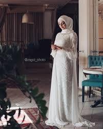 Model baju batik kombinasi brokat untuk acara resmi. 15 Variasi Gaun Pengantin Internasional Hijab Yang Sopan Tampil Mewah Sehari Bak Putri Sultan