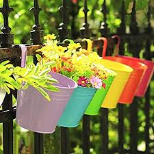 Amazon Com Kinglake Flower Pots 10 Pcs Metal Iron Hanging Flower Plant Pots Balcony Garden Plant Planter Baskets Fence Bucket Pots 3 94 Flower Holders With Detachable Hook Garden Outdoor