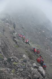 bukan gunung yang kita taklukkan pejalan